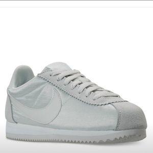 Nike Women's Shoes Size 8